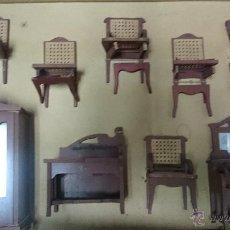 Casas de Muñecas: MOBILIARIO COMPLETO PARA CASITA DE MUÑECAS DE FINALES DEL 1800 EN SU EMBALAJE ORIGINAL. Lote 51719180