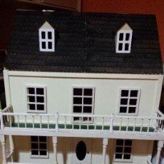 Casas de Muñecas: CASA DE MUÑECAS ESTILO VICTORIANO MONTADA SIN MUEBLES. Lote 161420812
