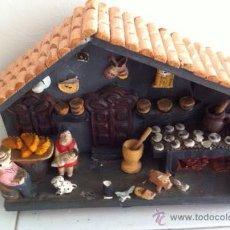 Casas de Muñecas: CASA COCINA MADERA ,TERRACOTA ,TECHO TEJAS CON FAMILIA, Y COMPLEMENTOS. Lote 53574381
