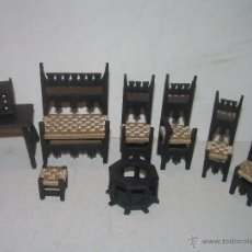 Casas de Muñecas: ANTIGUOS MUEBLES DE MADERA PARA CASAS DE MUÑECAS.. Lote 54269689
