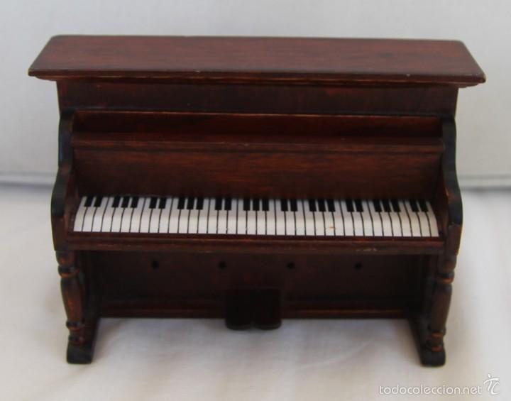 PIANO DE MADERA PARA CASA DE MUÑECAS TAPADERA DE TECLADO ABATIBLE (Juguetes - Casas de Muñecas, mobiliarios y complementos)