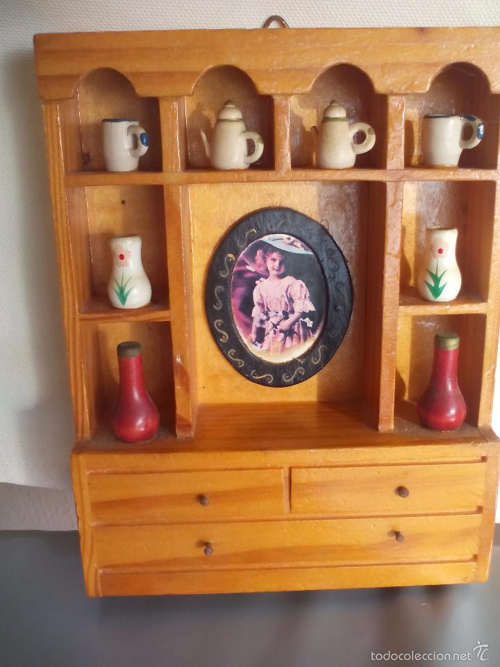 mueble de madera vitrina o alacena con tazas comprar
