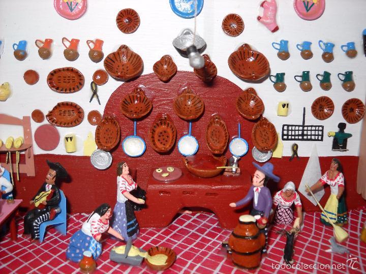 ANTIGUA Y PRECIOSA ESCENA CON FIGURITAS DE BARRO.ANDALUCÍA O MEXICANA. (Juguetes - Casas de Muñecas, mobiliarios y complementos)