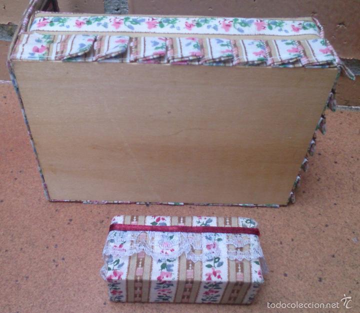Casas de Muñecas: Muebles casa de muñecas, cama tapizada con banqueta a juego - Foto 3 - 58931625
