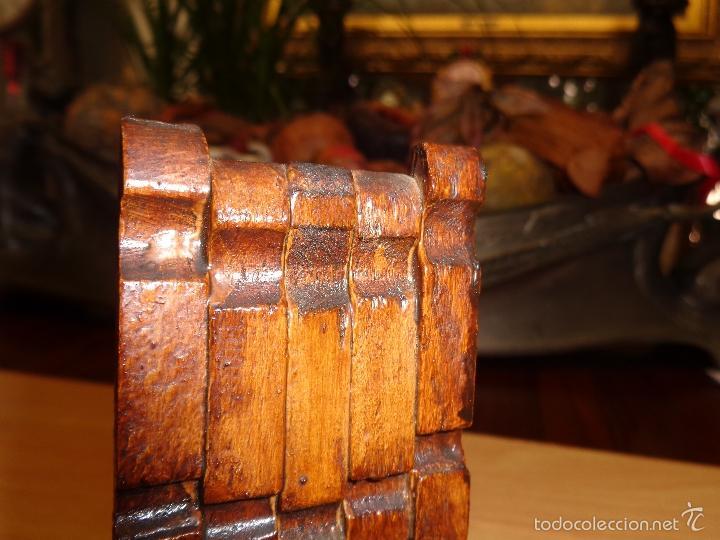 Casas de Muñecas: SILLA ANTIGUA CONFECCIONADA A MANO CON AGUJAS DE TENDER LA ROPA MIDE 12X5, SIN ROTURAS, NUEVA - Foto 2 - 62908460