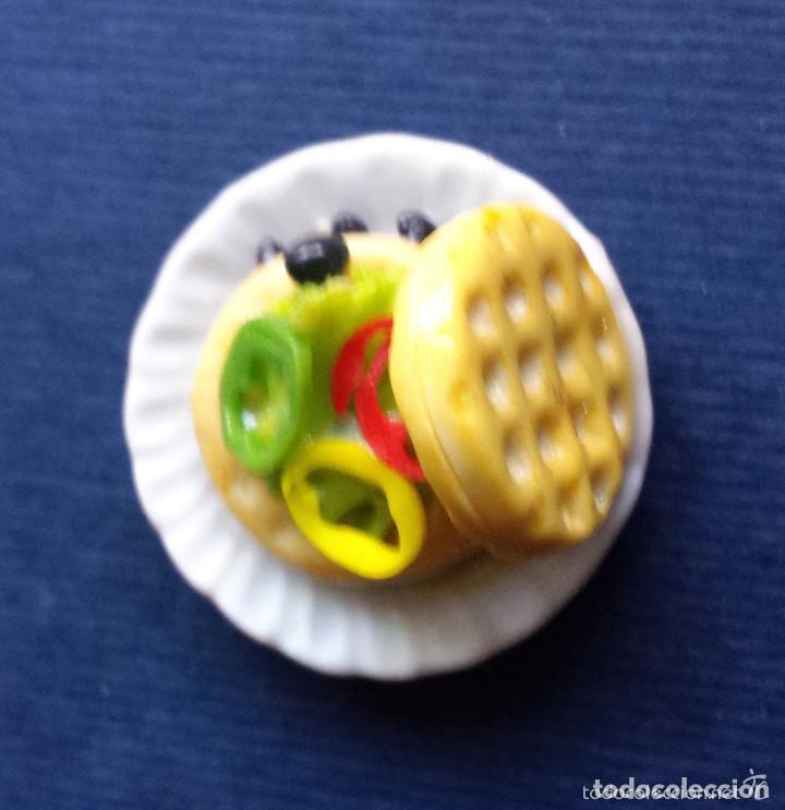 Casas de Muñecas: Miniatura Casa de Muñecas Plato de Cerámica Alimentos Hamburguesa Vegetal Aceitunas Pimiento E 1:12 - Foto 2 - 65692802