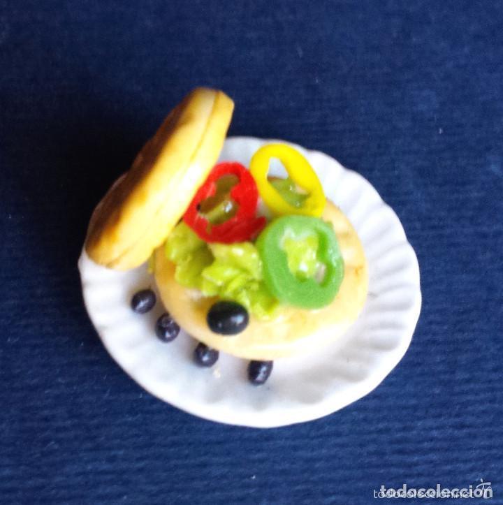 Casas de Muñecas: Miniatura Casa de Muñecas Plato de Cerámica Alimentos Hamburguesa Vegetal Aceitunas Pimiento E 1:12 - Foto 3 - 65692802
