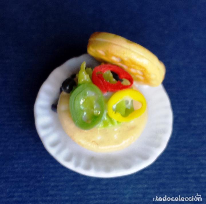 Casas de Muñecas: Miniatura Casa de Muñecas Plato de Cerámica Alimentos Hamburguesa Vegetal Aceitunas Pimiento E 1:12 - Foto 4 - 65692802