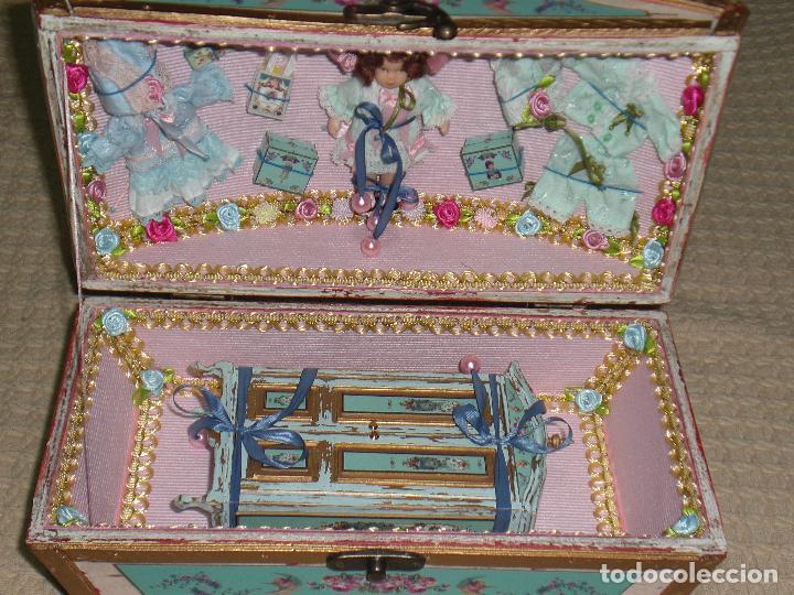 Casas de Muñecas: CASA DE MUÑECAS, CAJA CON MUÑECA Y ARMARIO VICTORIANO ESCALA 1/12 , MUÑECA VICTORIANA, JUGUETE - Foto 7 - 70041533
