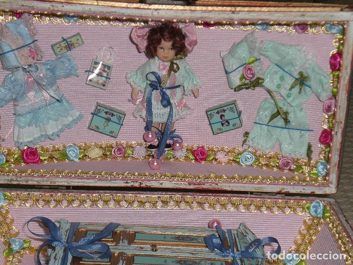 Casas de Muñecas: CASA DE MUÑECAS, CAJA CON MUÑECA Y ARMARIO VICTORIANO ESCALA 1/12 , MUÑECA VICTORIANA, JUGUETE - Foto 9 - 70041533