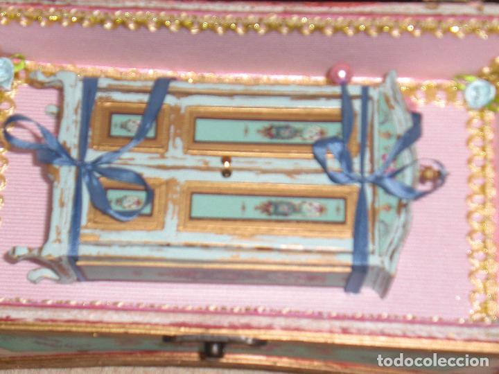 Casas de Muñecas: CASA DE MUÑECAS, CAJA CON MUÑECA Y ARMARIO VICTORIANO ESCALA 1/12 , MUÑECA VICTORIANA, JUGUETE - Foto 13 - 70041533