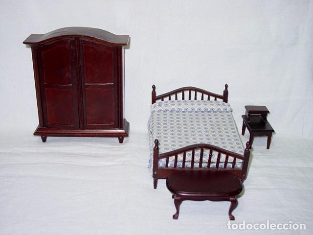 dormitorio de madera color caoba cama mesa mesi comprar