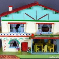 Casas de Muñecas: CASA MUÑECA NINA MADERA DENIA CON MUEBLES COMPLEMENTOS Y LUZ ELÉCTRICA AÑOS 50 FUNCIONA. Lote 76869403