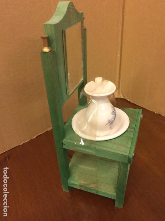 Casas de Muñecas: Pequeño tocador o lavamanos, con aguamanil de ceramica, para casa de muñecas . Mide 23cms de altura - Foto 2 - 121738178