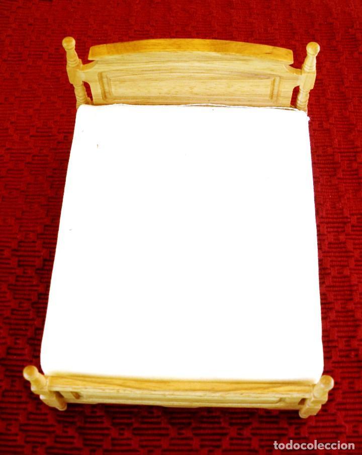 CAMA DE MATRIMONIO EN MADERA EN PERFECTO ESTADO. (Juguetes - Casas de Muñecas, mobiliarios y complementos)