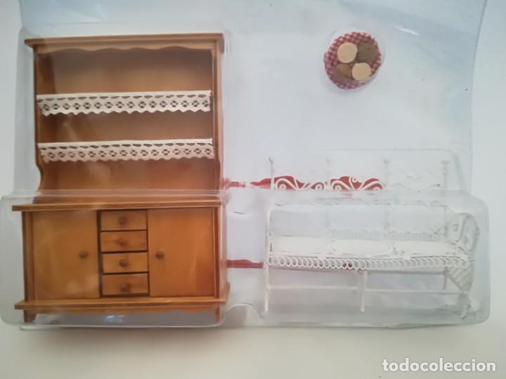 Casas de Muñecas: Alacena de salón en madera y sillon imitación forja. Miniatura. Casita de muñecas - Foto 4 - 98018651