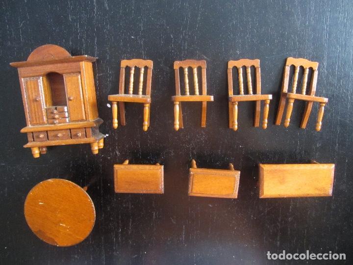 ANTIGUOS MUEBLES PARA CASA DE MUÑECAS DE MADERA SALON - 4 SILLAS 3 MESAS RECTANGULARES Y UNA REDONDA (Juguetes - Casas de Muñecas, mobiliarios y complementos)