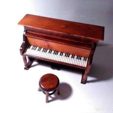 Casas de Muñecas: MUEBLE CASA MUÑECA MADERA MACIZA PIANO CON BANQUETA. Lote 102682243