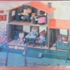 Casas de Muñecas: CASA SYLVANIAN FAMILIES Y LOTE MUÑECOS. Lote 80141941
