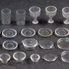 Doll houses - Juego plástico miniatura casa muñecas tazas vasos platos copas tapones años 30 - 40 - 104615979