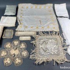 Casas de Muñecas: LOTE ROPA BORDADA GANCHILLO FRIVOLITÉ SÁBANAS MANTEL CORTINAS COLCHA PARA CASA MUÑECAS AÑOS 20 - 30. Lote 104689547