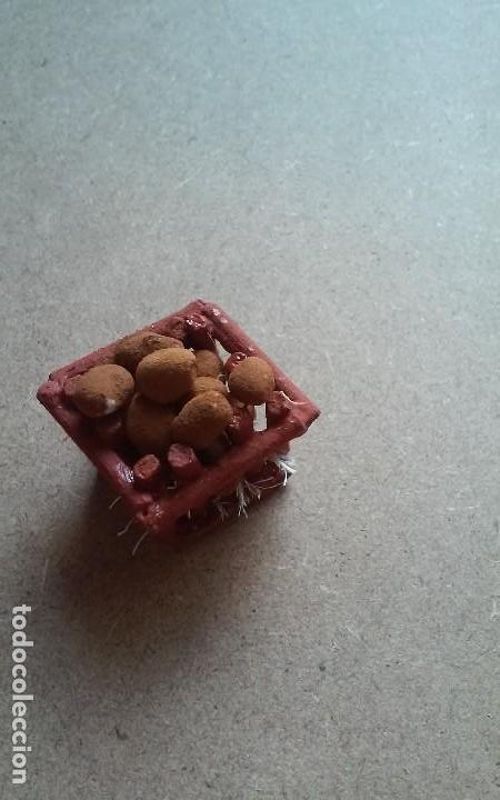 Casas de Muñecas: Miniatura casa de muñecas o diorama de mercado, caja de patatas - Foto 2 - 109166091