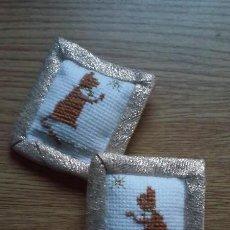Doll houses - 2 cojines miniatura casa de muñecas artesanales, hechos a mano - 110654095