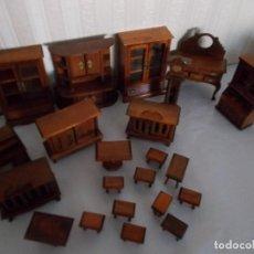 Casas de Muñecas: GRAN LOTE DE MUEBLES PARA CASA DE MUÑECAS ,TODOS DE MADERA ,ES UN RESTO DE TIENDA (LEER DESCRIP . Lote 112240259