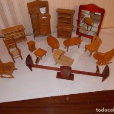 Casas de Muñecas: LOTE DE MUEBLES PARA CASA DE MUÑECAS,SON DE MADERA ,ES UN RESTO DE TIENDA. Lote 112240499