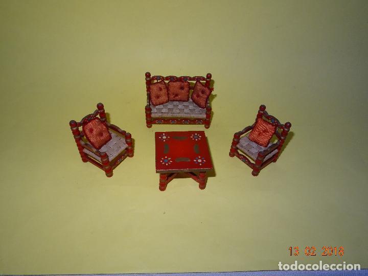 ANTIGUO CONJUNTO DE TRESILLO CON COJINES DE CASA DE MUÑECAS (Juguetes - Casas de Muñecas, mobiliarios y complementos)