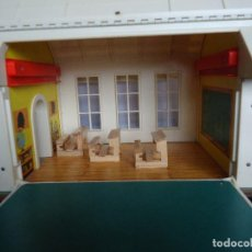 Casas de Muñecas: CASITA-ESCUELA DE JUGUETE FISHER. Lote 112656339