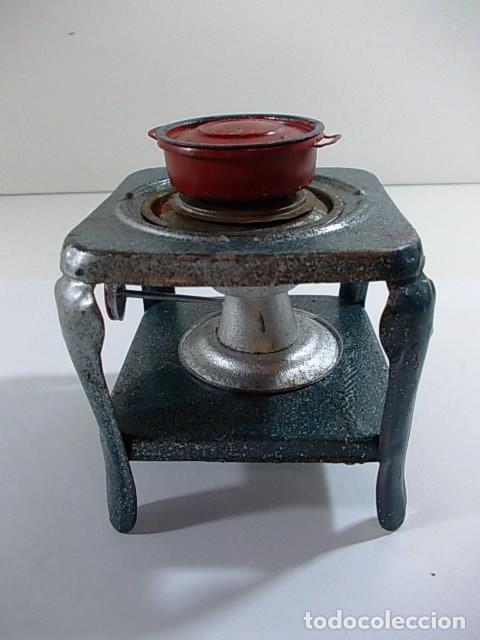 Casas de Muñecas: Antiguo hornillo de juguete esmaltado con cazuela - Foto 3 - 115079719