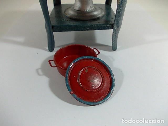 Casas de Muñecas: Antiguo hornillo de juguete esmaltado con cazuela - Foto 6 - 115079719