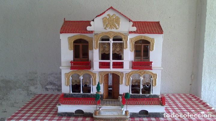 CASA DE MUÑECAS CON MOBILIARIO ORIGINAL, AÑOS 30/40. 77X51X79CM (Juguetes - Casas de Muñecas, mobiliarios y complementos)