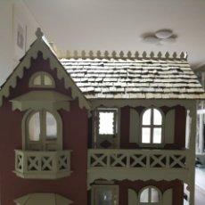 Casas de Muñecas: CASA DE MUÑECAS VICTORIANA CON COMPLEMENTOS. Lote 117385150