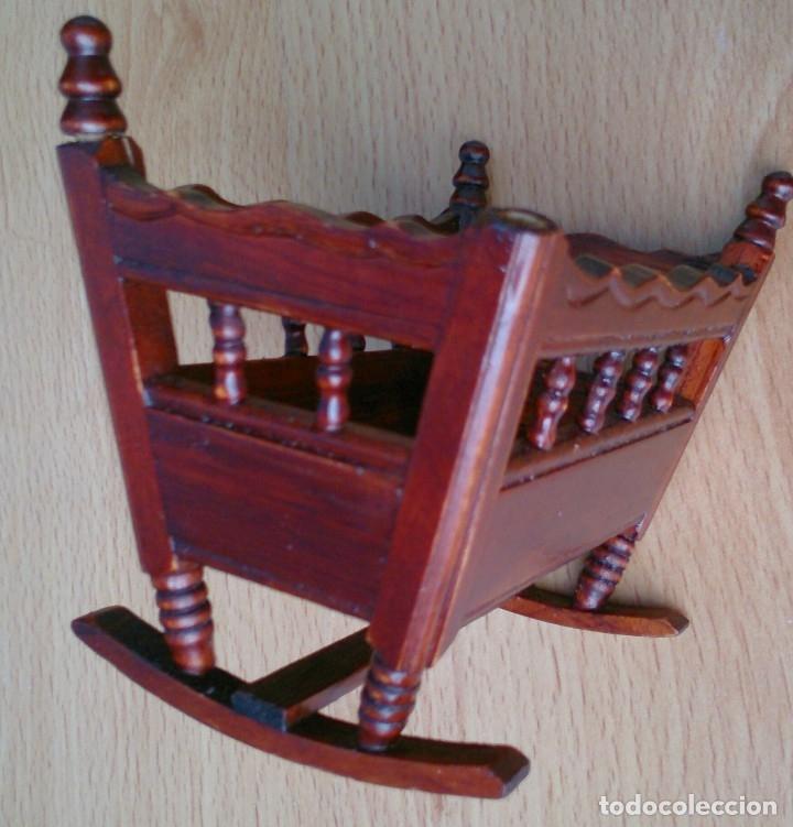 Casas de Muñecas: Cuna de madera miniatura - Foto 2 - 120228351