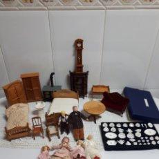 Casas de Muñecas: MUÑECAS Y ACCESORIOS PARA CASA DE MUÑECAS. Lote 125228311