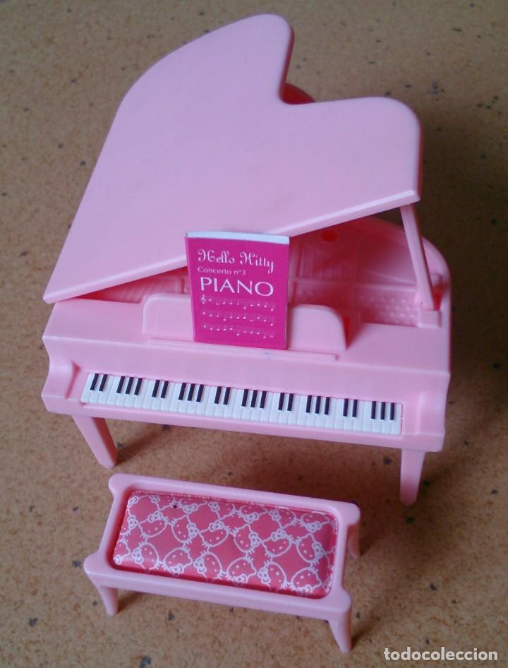 PIANO ROSA CON BANQUETA ORIGINAL CASA MUÑECAS HELLO KITTY (Juguetes - Casas de Muñecas, mobiliarios y complementos)