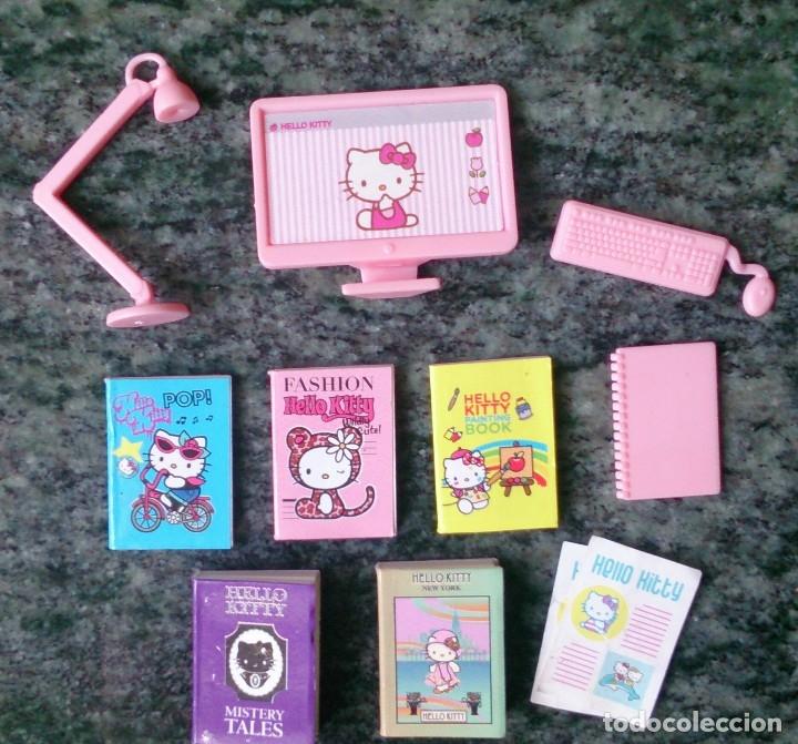 Casas de Muñecas: Lote accesorios originales casa de muñecas Hello Kitty, ordenador, libros - Foto 2 - 126004099