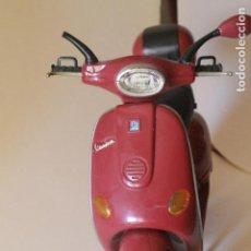 Casas de Muñecas: MOTO VESPA DE MUÑECA MY SCENE- VESPA PLAYSET 2003 - CHELSEA.. Lote 128893627
