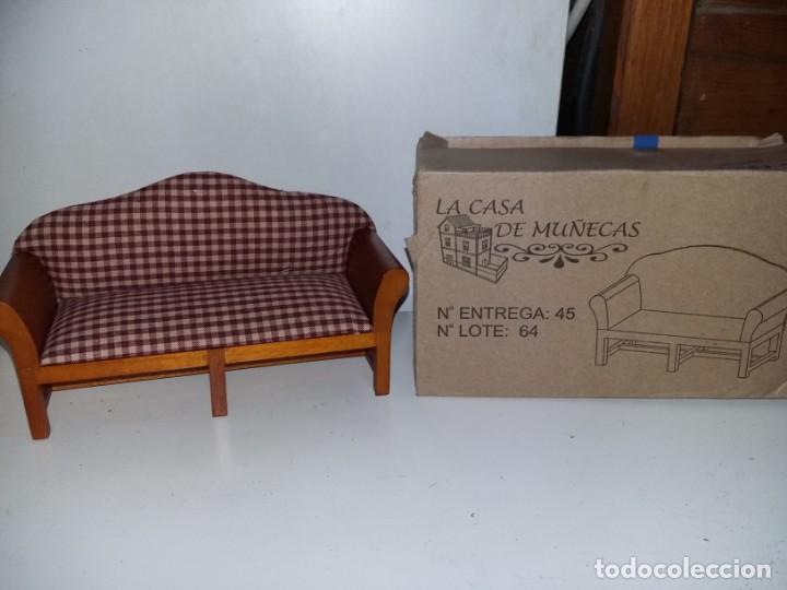 MUEBLE SOFÁ TAPIZADO DE SALÓN 3 PLAZAS DE COLECCION ANTIGUA CASA DE MUÑECAS ESTILO ANDALUZA ALTAYA (Juguetes - Casas de Muñecas, mobiliarios y complementos)
