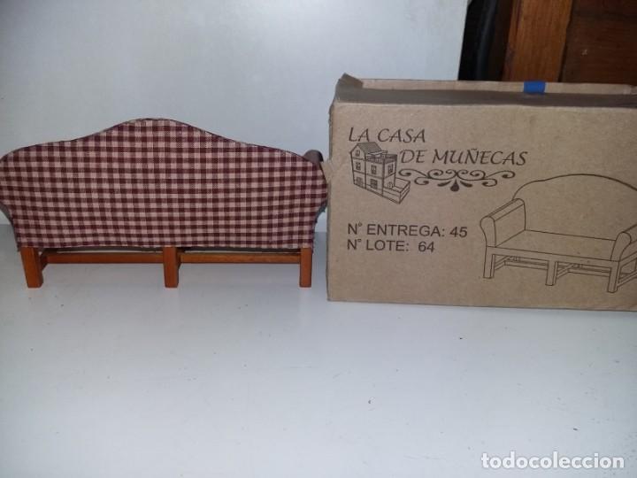 Casas de Muñecas: mueble sofá tapizado de salón 3 plazas de coleccion antigua casa de muñecas estilo andaluza altaya - Foto 2 - 133417382