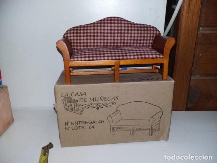 Casas de Muñecas: mueble sofá tapizado de salón 3 plazas de coleccion antigua casa de muñecas estilo andaluza altaya - Foto 6 - 133417382
