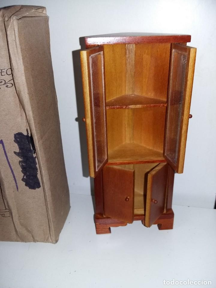 Casas de Muñecas: mueble vitrina rinconera salon de madera de coleccion antigua casa de muñecas estilo andaluza altaya - Foto 2 - 133417998