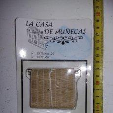Casas de Muñecas: COFRE O BAUL Y PERSIANA DE CAÑAS DE COLECCION ANTIGUA CASA DE MUÑECAS ESTILO ANDALUZA ALTAYA . Lote 133545638