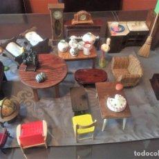 Casas de Muñecas: GRAN LOTE DE MUEBLES Y ACCESORIOS. Lote 135517754