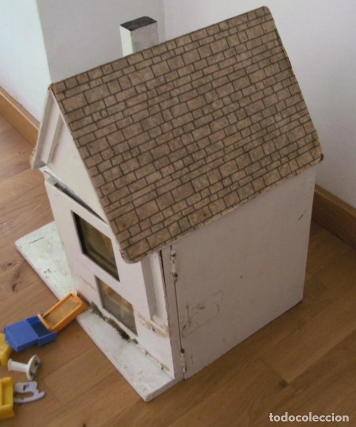Casas de Muñecas: casa de muñecas de madera (chapado) con algunos muebles de plastico (años 60 aprox) - Foto 5 - 145289634