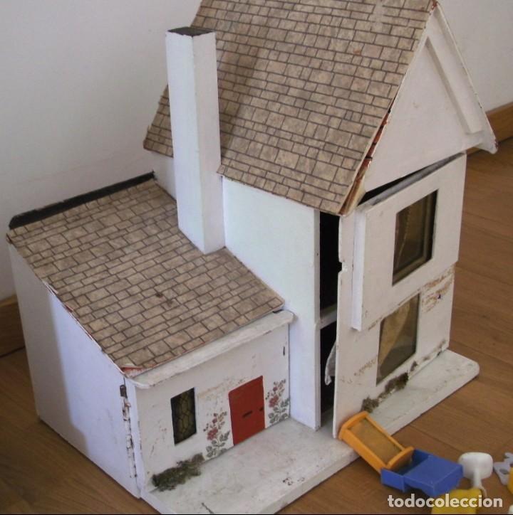 Casas de Muñecas: casa de muñecas de madera (chapado) con algunos muebles de plastico (años 60 aprox) - Foto 6 - 145289634