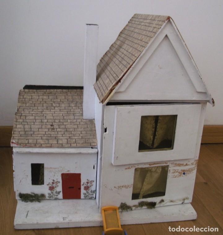 Casas de Muñecas: casa de muñecas de madera (chapado) con algunos muebles de plastico (años 60 aprox) - Foto 9 - 145289634