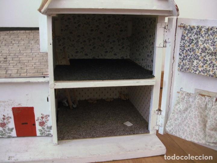 Casas de Muñecas: casa de muñecas de madera (chapado) con algunos muebles de plastico (años 60 aprox) - Foto 10 - 145289634